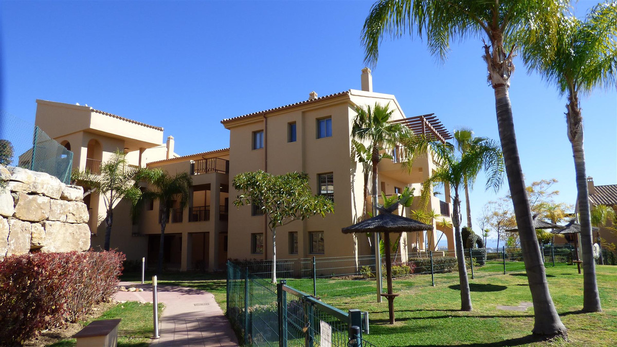 Fantastic oppportunity to buy a 2 bedrooms - 2 bathrooms apartment in the beautiful area of La Alque,Spain