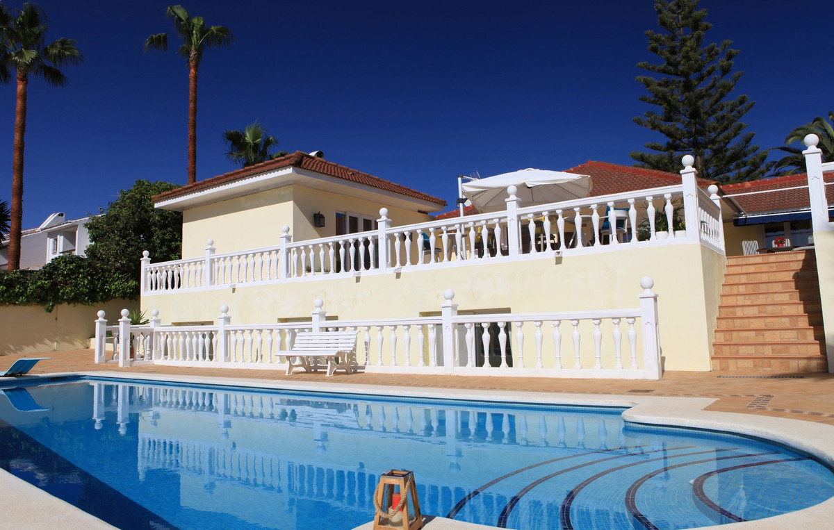 A very spacious home, ideal as a holiday home or investment property for vacation rentals but also vSpain