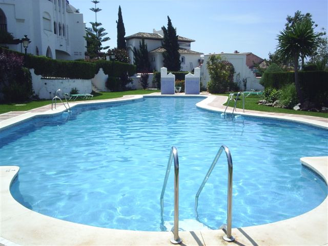 Fantastic apartment in the lower part of Calahonda. Bank repossession! Less than 3 minutes walking t, Spain