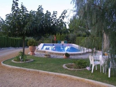 Pretty house of 120m2 on a fenced plot of 5817m2 with electric gate and good views. In the area of U,Spain