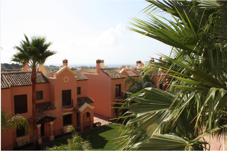 BRAND NEW, DON'T WAIT! This Townhouse is in an exceptional private complex. The townhouse have 3,Spain