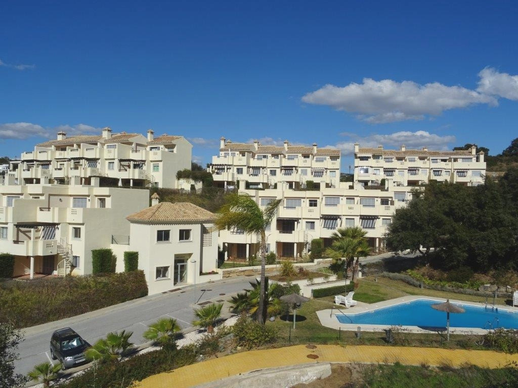 Beautiful complex of Townhouses in lovely condition. Built over 3 floors plus solarium, sea views fr, Spain