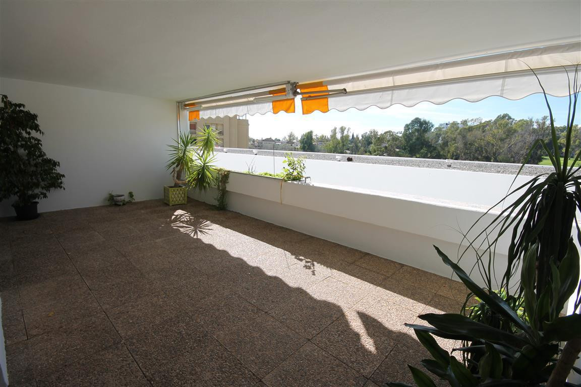 Spectacular apartment in 1 line Golf Guadalmina golf , enjoys exceptional views of the golf and lake,Spain