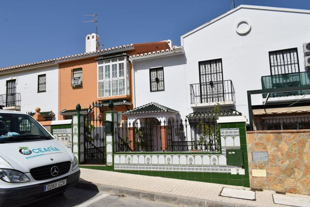 This large townhouse is located in a very popular urbanization in Torre del Mar. On the ground floor, Spain