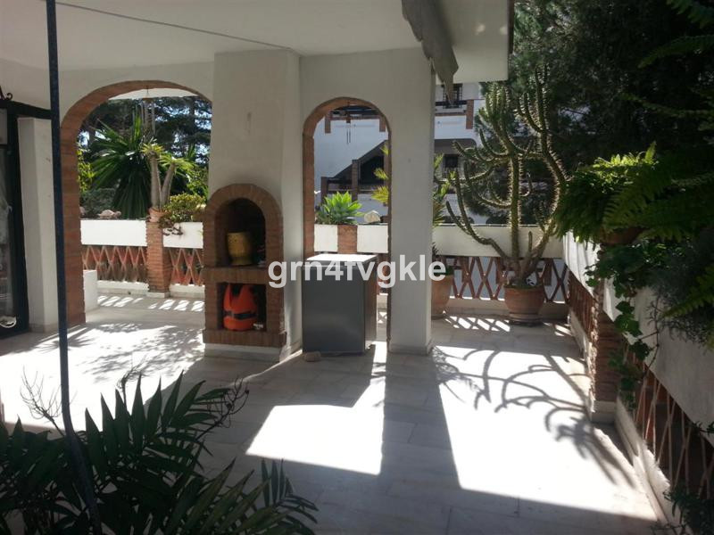 fantastic apartment of 135 m2 on one floor with a terrace of 35 m2 a gated complex close to supermar,Spain