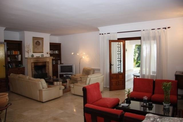 Fantastic villa situated in Elviria with lovely sea views. Accommodation on 1 level with an ample an, Spain