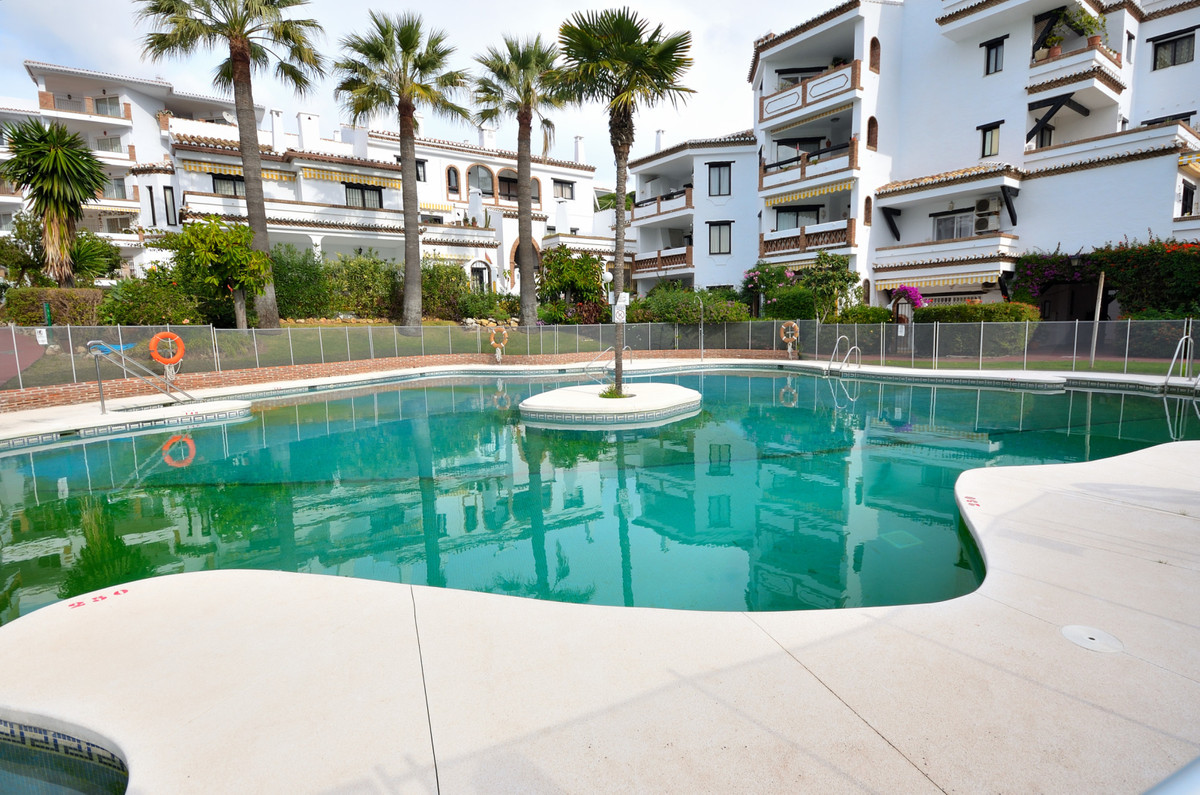 Renovated as new apartment 3 minutes walk from the beach. This newly renovated 2 bedroom 2 bathrooms,Spain