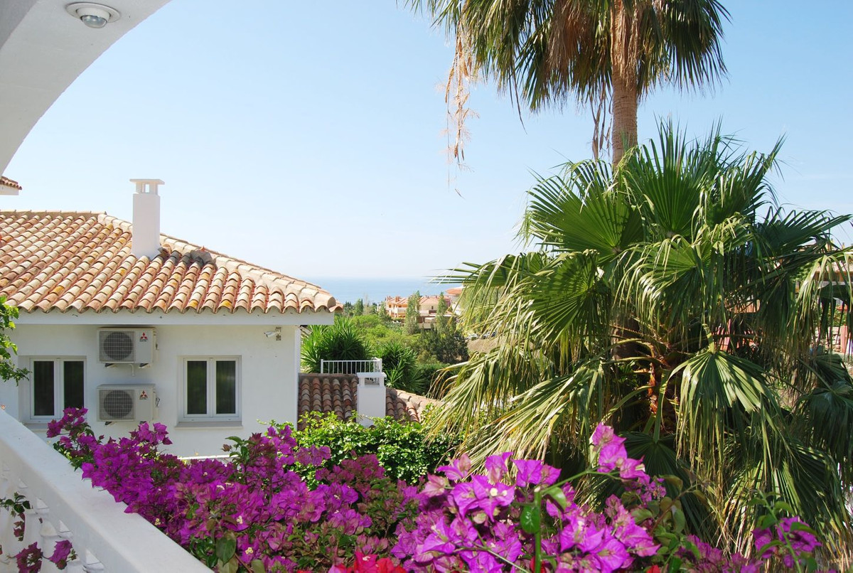 Large beautiful and spacious villa for sale.  Villa located in the sought after residential neighbor,Spain