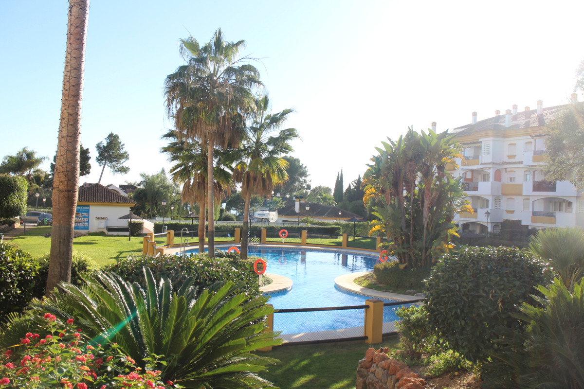 Very nice apartment 85m2 on elevated ground floor, with 2 bedrooms, 2 baths, private garden and gara,Spain