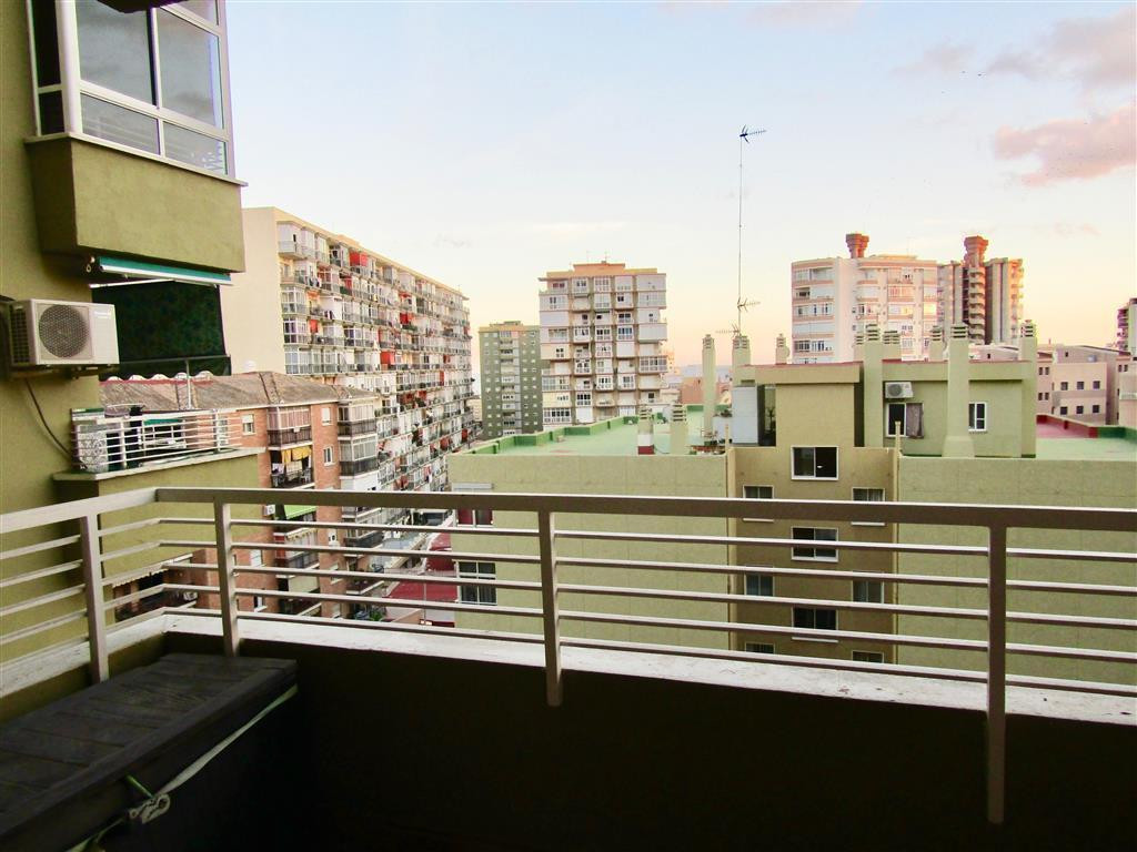 Middle Floor Apartment, Torremolinos Centro, Costa del Sol. 4 Bedrooms, 2 Bathrooms, Built 130 m², T, Spain