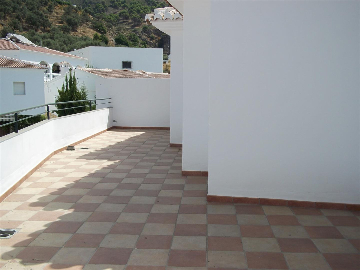 Lovely penthouse with panoramic views of the sea and the mountains CANILLAS de aceituno. The House h, Spain