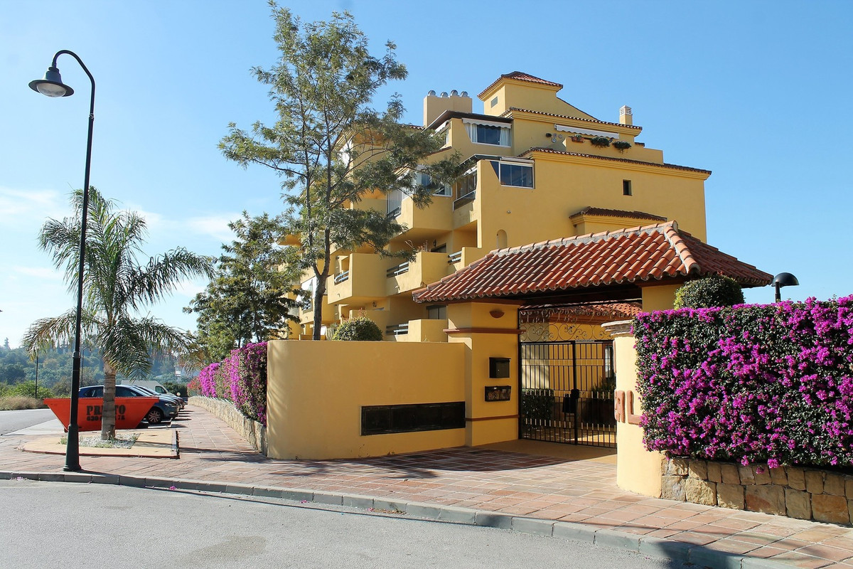 3 bedroom apartment located in Estepona. Apartment located on the second floor with elevator. 2 apar, Spain