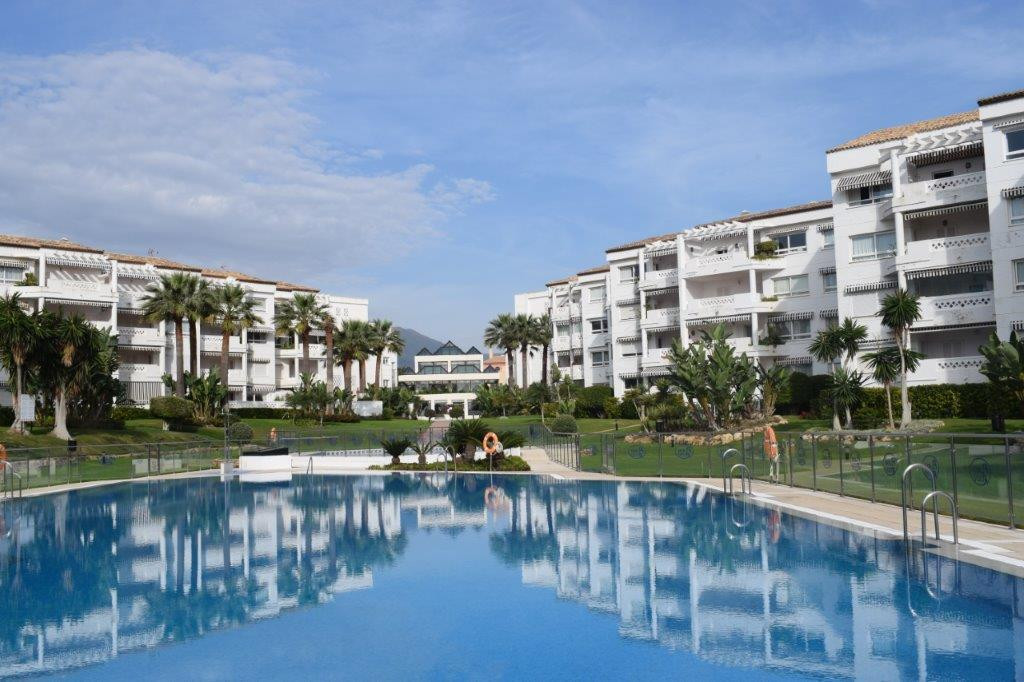 - 3 BEDROOM APARTMENT NEXT TO THE BEACH IN PUERTO BANUS - 2 bedroom 2 bathroom apartment in gated co, Spain