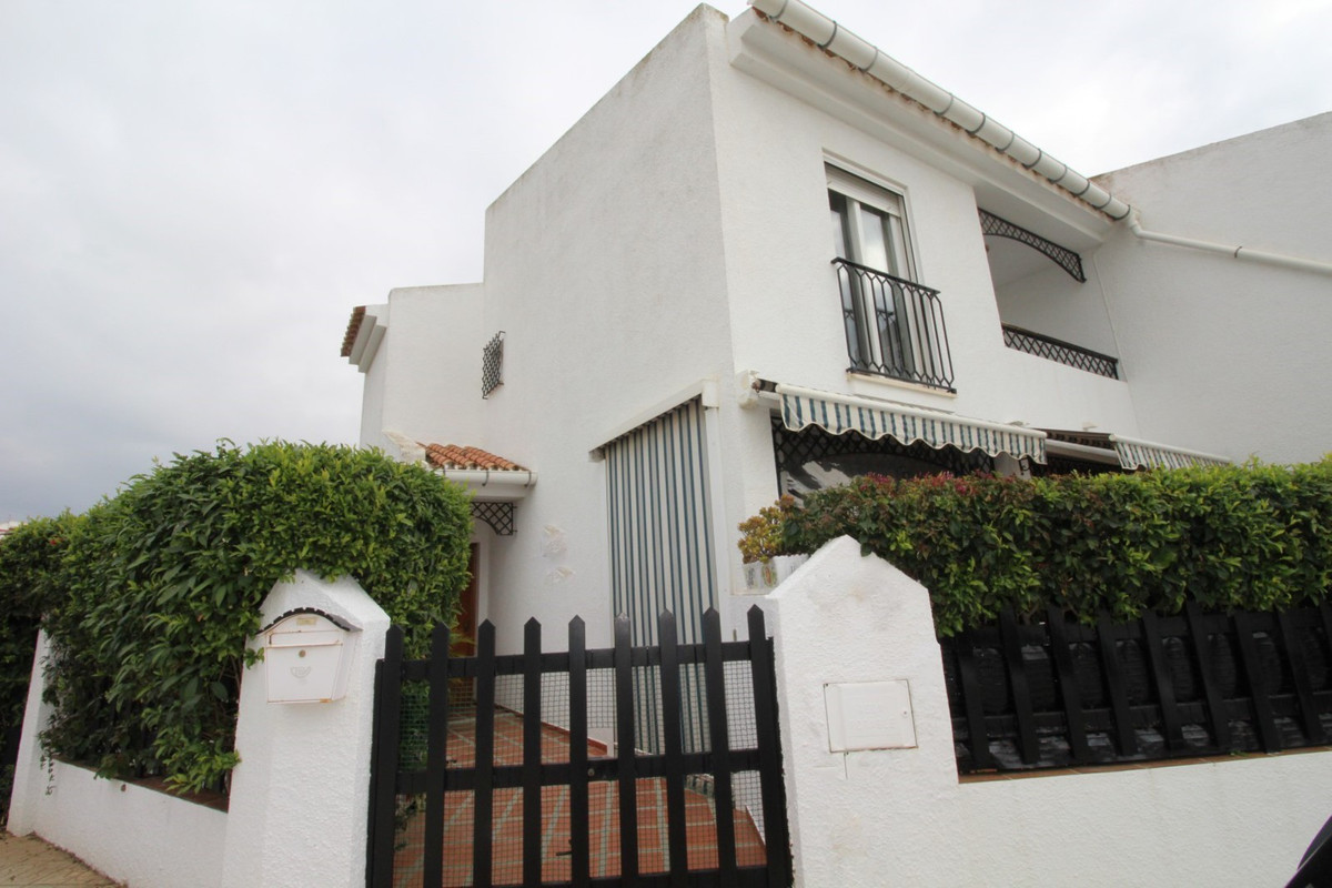 Beautiful semi-detached house with views to the mountains and the sea in Almayate. This semi-detache, Spain