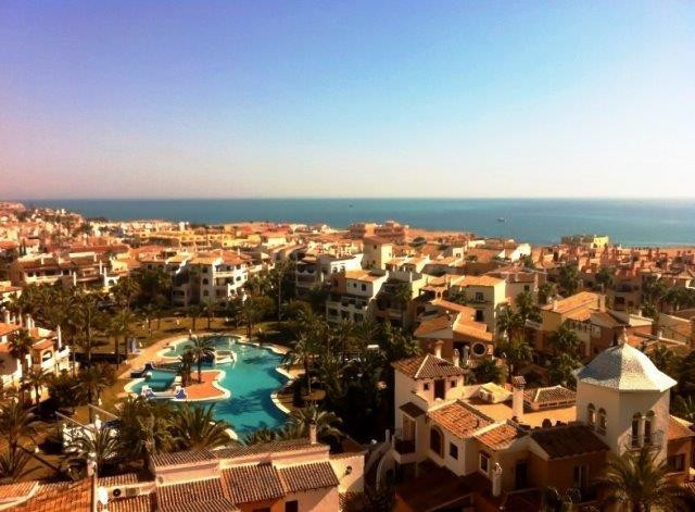GROUND FLOOR 2 BEDROOM APARTMENT IN THE LUXURY COMPLEX OF ALDEA DEL MAR, TORREVIEJA, ALICANTE. This , Spain