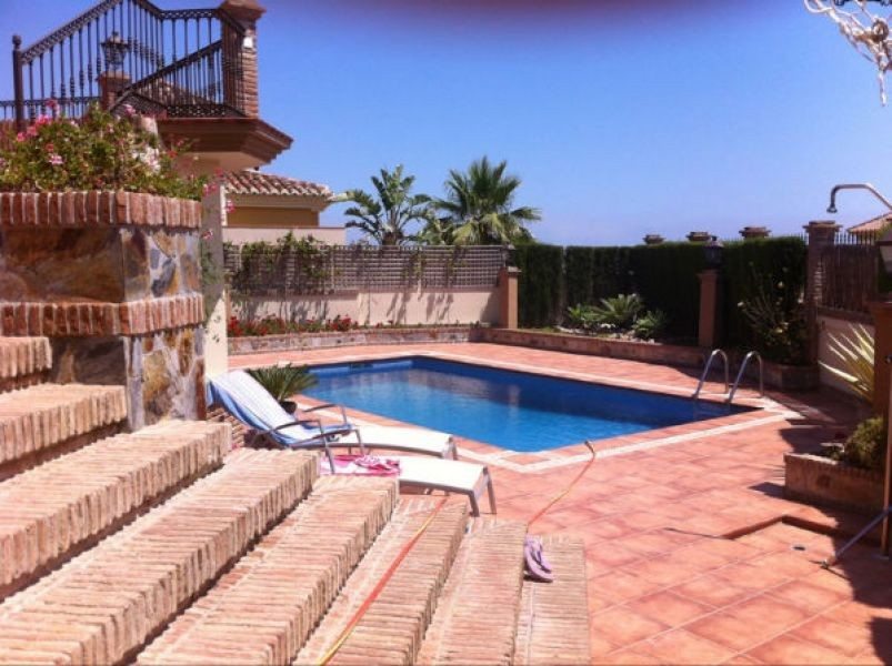Independent luxury villa, in 4 floors, wine celler with fireplace, ff/ kitchen (x2) washroom, dressi, Spain