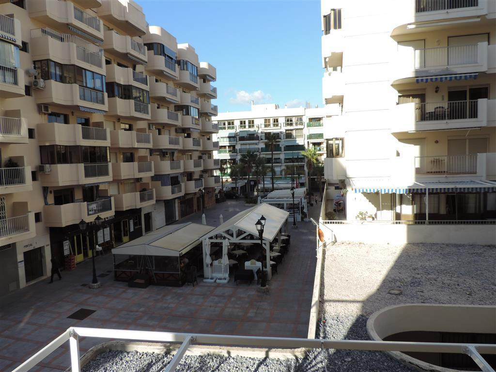 Spacious apartment in a very popular complex in the center of Fuengirola with 3 bedrooms, 2 bathroom, Spain