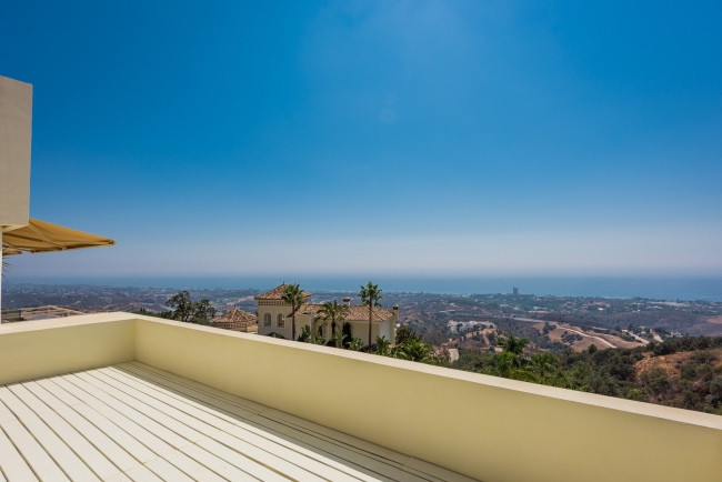 Located in a prime residential area, east of Marbella, stands on a large elevated plot, in the cosmo,Spain