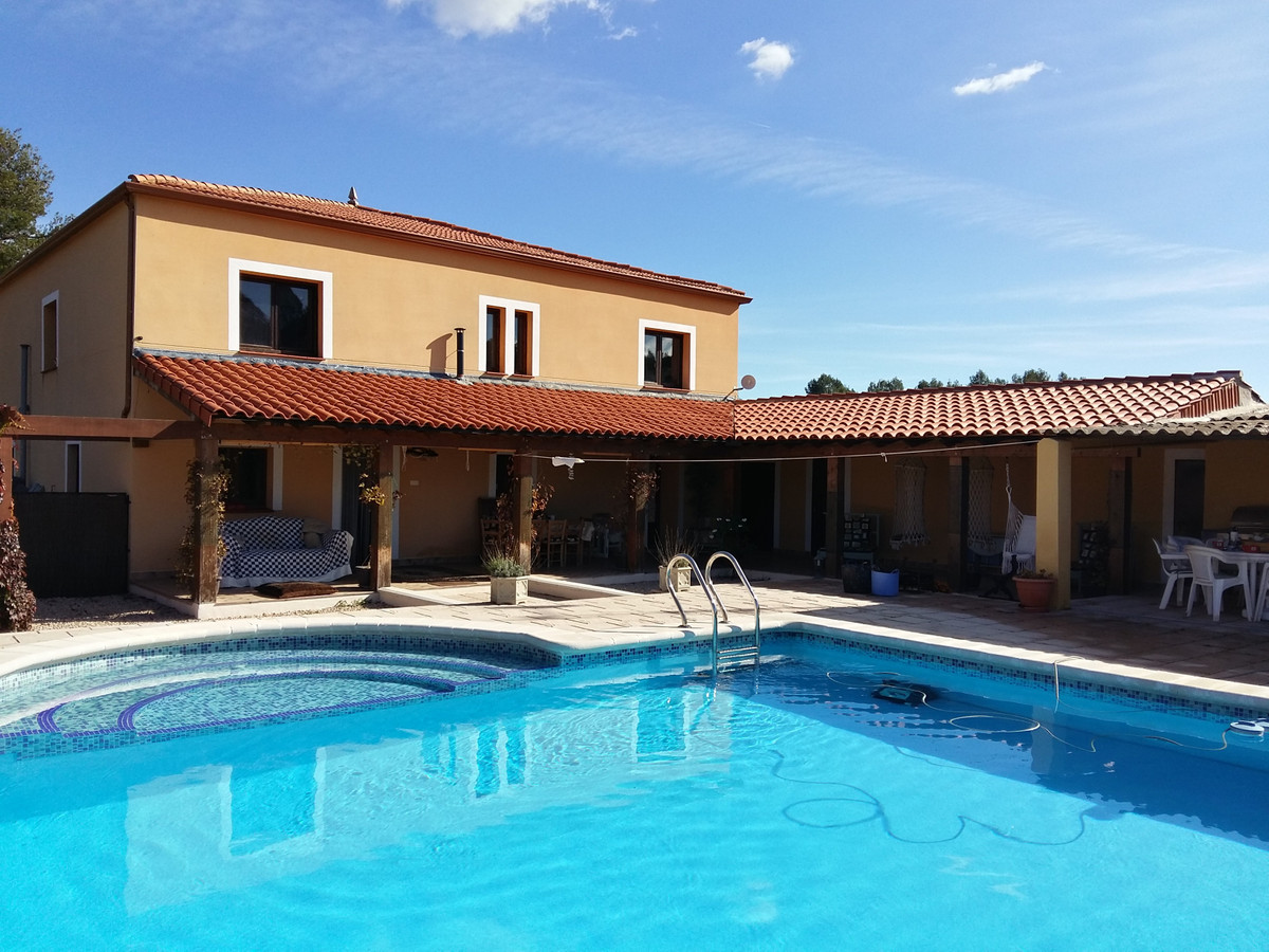 4/5 bed family home   also suitable for B & b   kitchen/living room,  utility room, STUDY,sittin,Spain