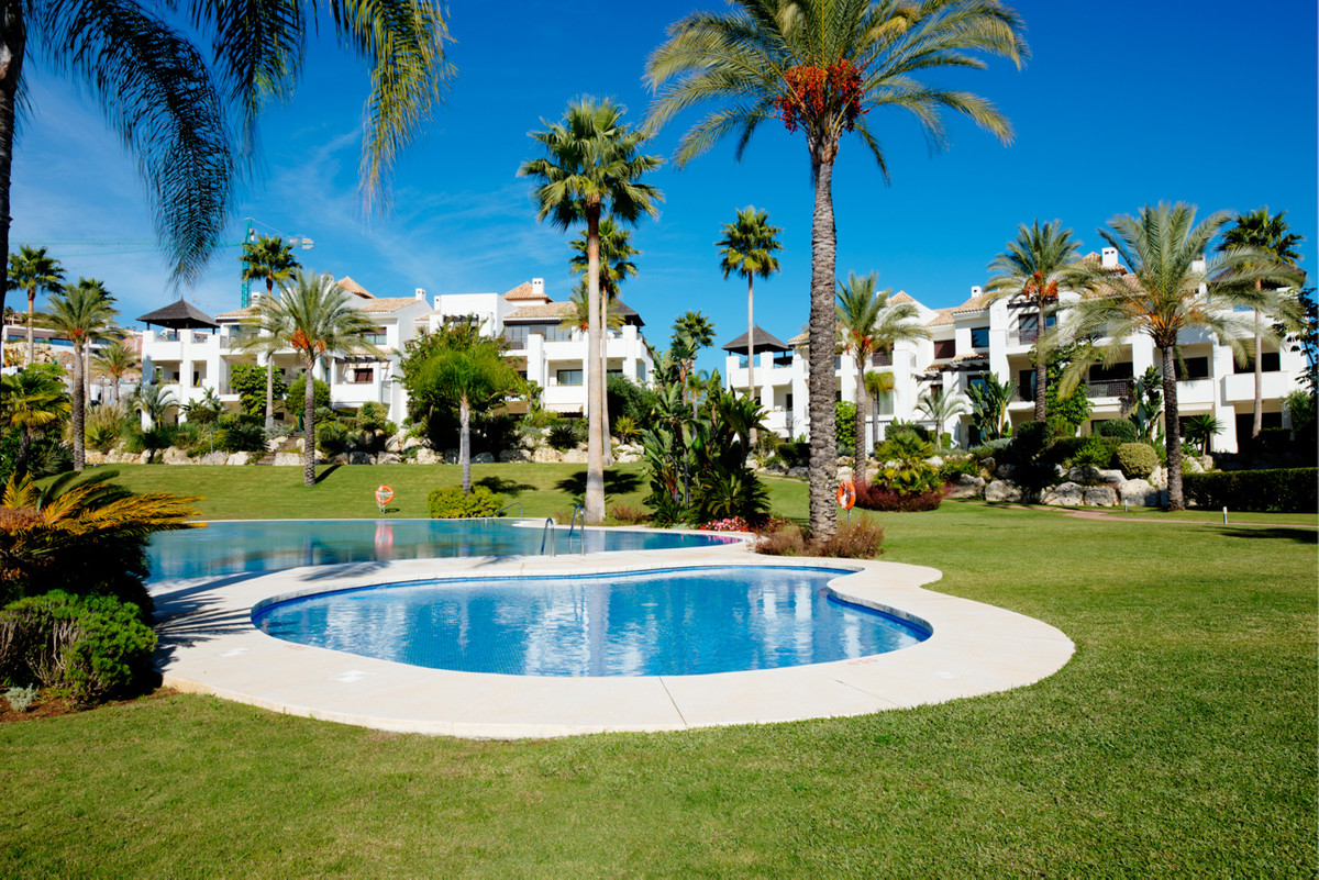 Great investment opportunity located in one of the best well-kept secrets in El Paraiso Alto, very p,Spain
