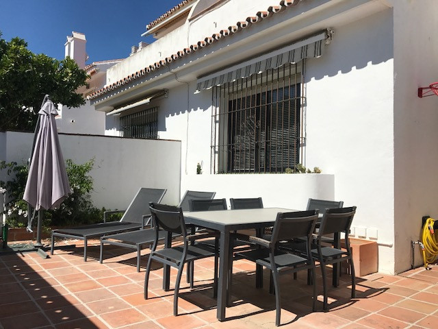Wonderful beach side townhouse located in the sought-after area of San Pedro beach. PRIME LOCATION! , Spain