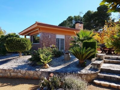 Lovely, ready to move into, 3 bedroom, 1 bathroom country house of 152m2 on a fenced plot of 2365m2. Spain