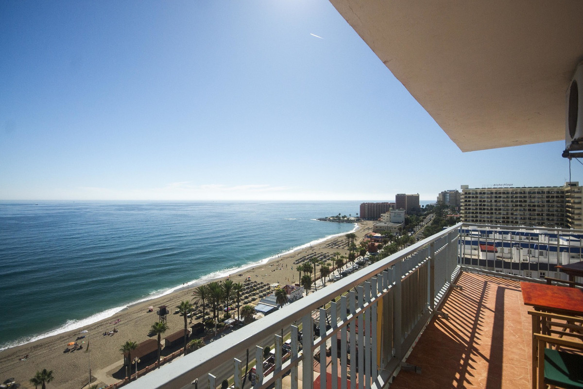 Top floor apartment with adequate sea views. The unit has been divided creating two separate letting, Spain