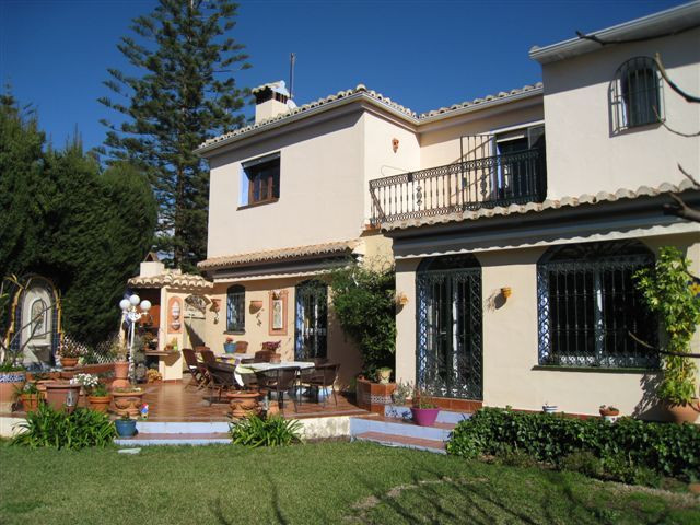 MAGNIFICENT VILLA ON TWO FLOORS, LOCATED CLOSE TO  THE RESIDENCIAL PUEBLO LOPEZ IN THE CENTRE OF FUE,Spain