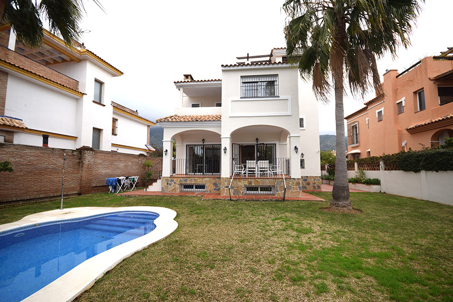 Exceptional villa with 5 bedrooms, 5 bathrooms and a toilet, completely renovated. The property is d, Spain