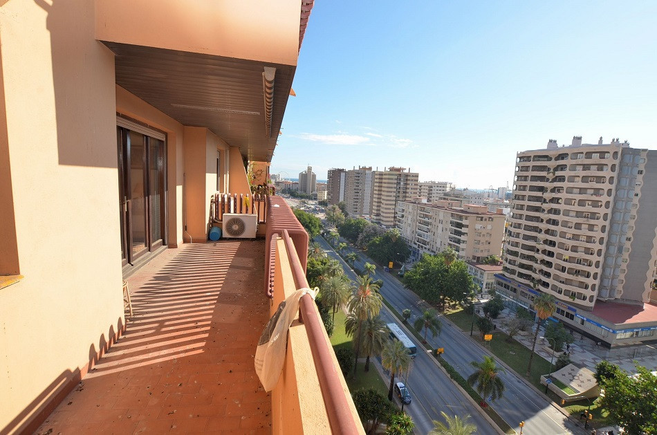 JUST REDUCED FROM 425.000 € to 369.000 € FOR A QUICK SALE!  FANTASTIC 4 BED APARTMENT LOCATED IN THE, Spain