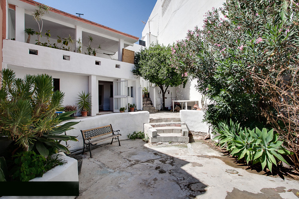 A great opportunity to own a property at the edge of the old town of Estepona. The house sits on a g,Spain