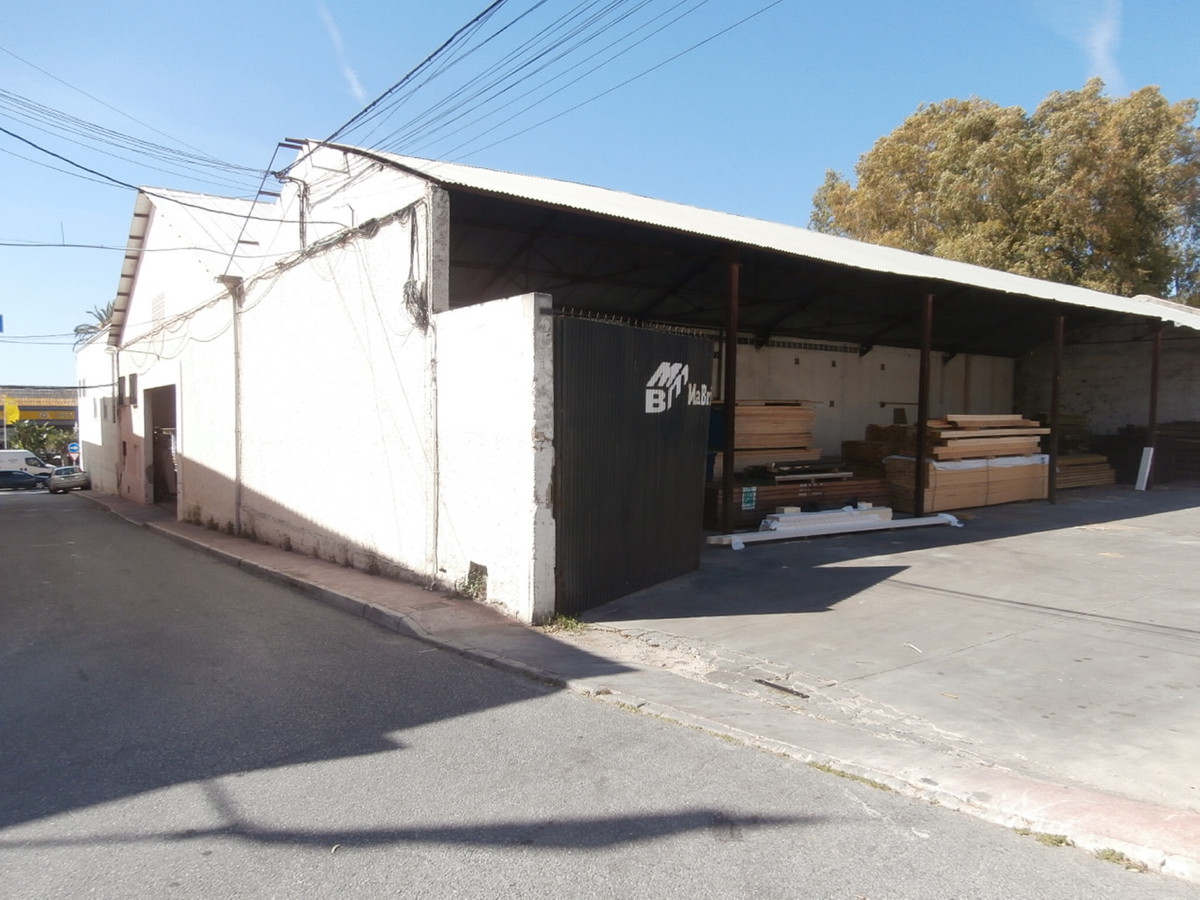 Big warehouse ideally located on a main road in the industrial area of Marbella. It consists of 2 bu, Spain