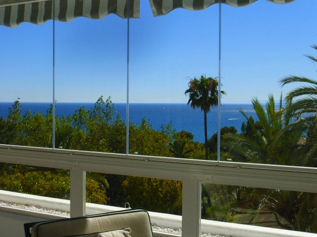 Luxury two bedroom apartment situated close to Rio Real Golf and just a few minutes driving from Mar,Spain