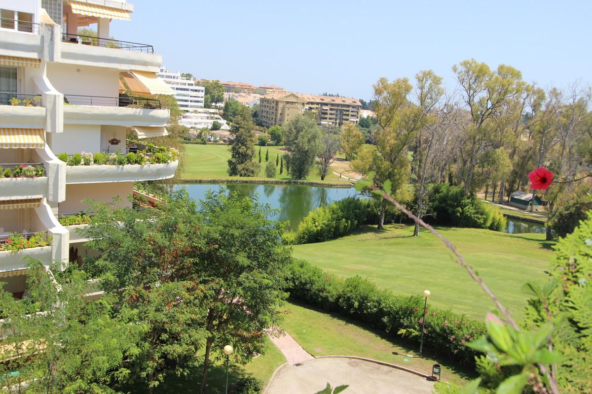 Middle Floor Apartment, Guadalmina Alta, Costa del Sol. 2 Bedrooms, 2 Bathrooms, Built 115 m², Terra,Spain