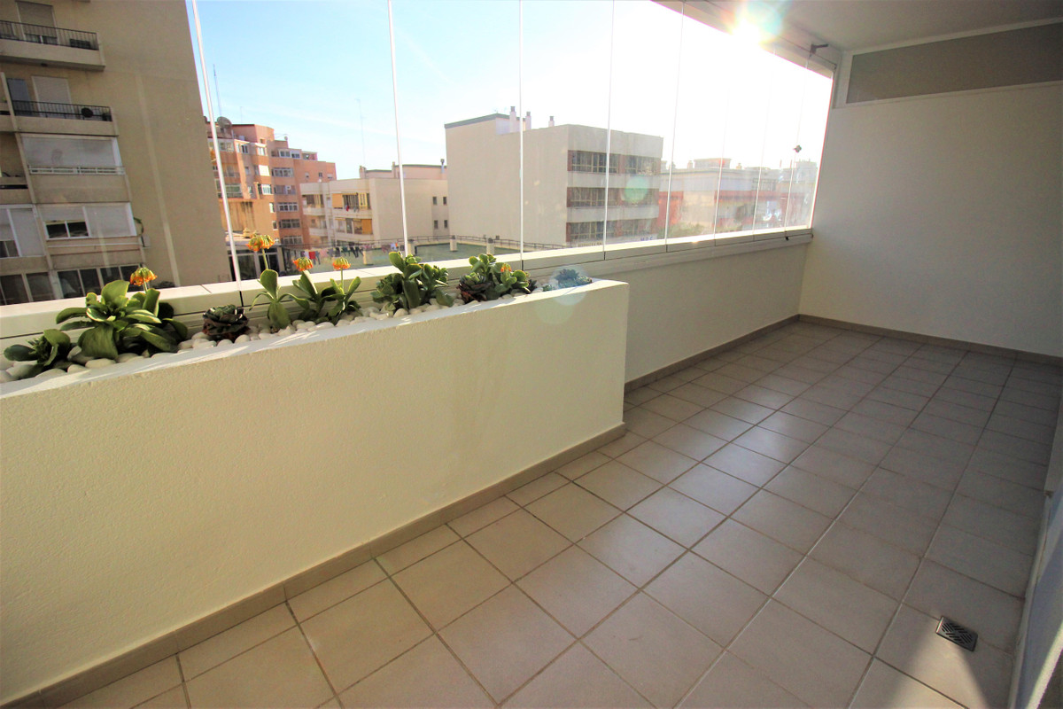 Middle Floor Apartment, Marbella, Costa del Sol. 2 Bedrooms, 2 Bathrooms, Built 127 m², Terrace 15 m, Spain