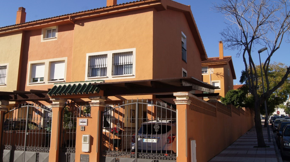 Nice townhouse in San Pedro Alcantara It is built on four floors: Basement with living room, storage, Spain