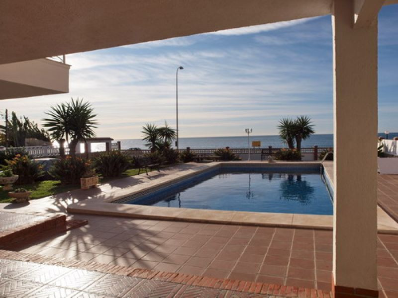 Magnificent villa directly on the beach, superior quality, ample garden and private swimming pool, i,Spain