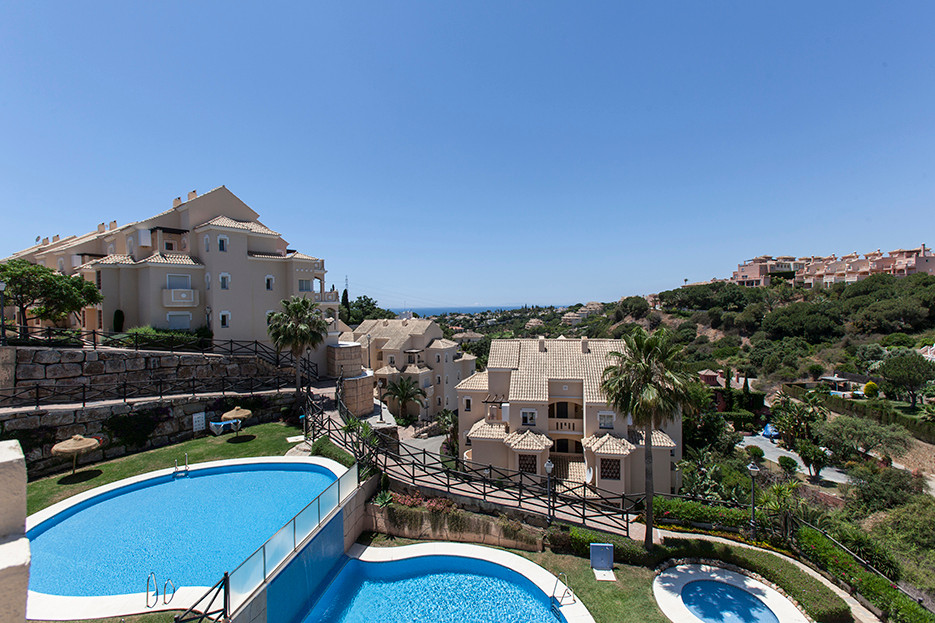 Stunning duplex penthouse with wonderful views over the mountains and to the sea. This duplex corner,Spain
