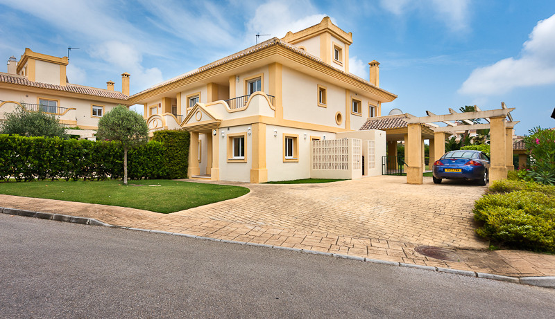 Originally listed at €600,000 and recently reduced to €550,000 for a quick sale.   A beautifully app, Spain