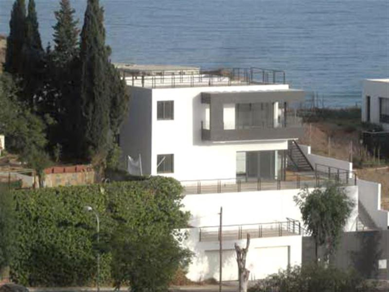 Villa of high quality and in one of the best areas of Rincon de la Victoria, with wonderful sea view, Spain
