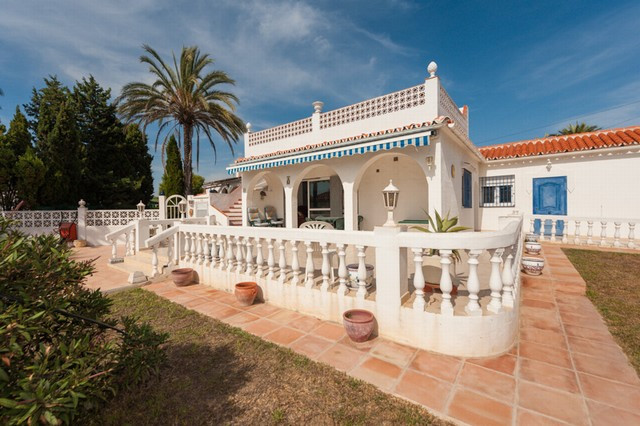 A cozy 2 bed villa situated in a very quiet residential urbanization close to all ameneties. The vil,Spain