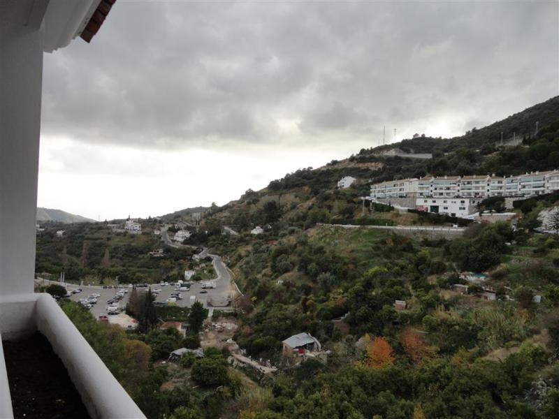NICE DUPLEX PENTHOUSE FOR SALE IN OJEN  This very nice duplex penthouse comprises of 2 bedrooms, 1 b,Spain
