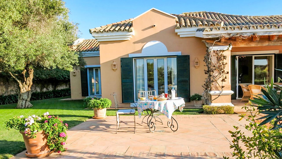 Villa in Sotogrande - San Roque. This charming villa was built on one level with high quality in a M,Spain