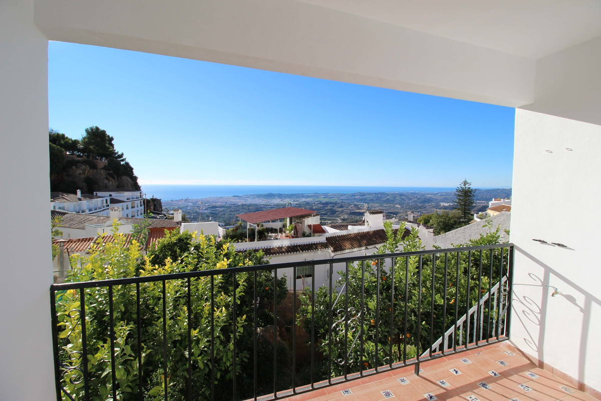***** EXCLUSIVE APARTMENT PROPERTY AT A UNIQUE PRICE WITH GREAT PANORAMIC VIEW AND SEA VIEWS*****  T,Spain
