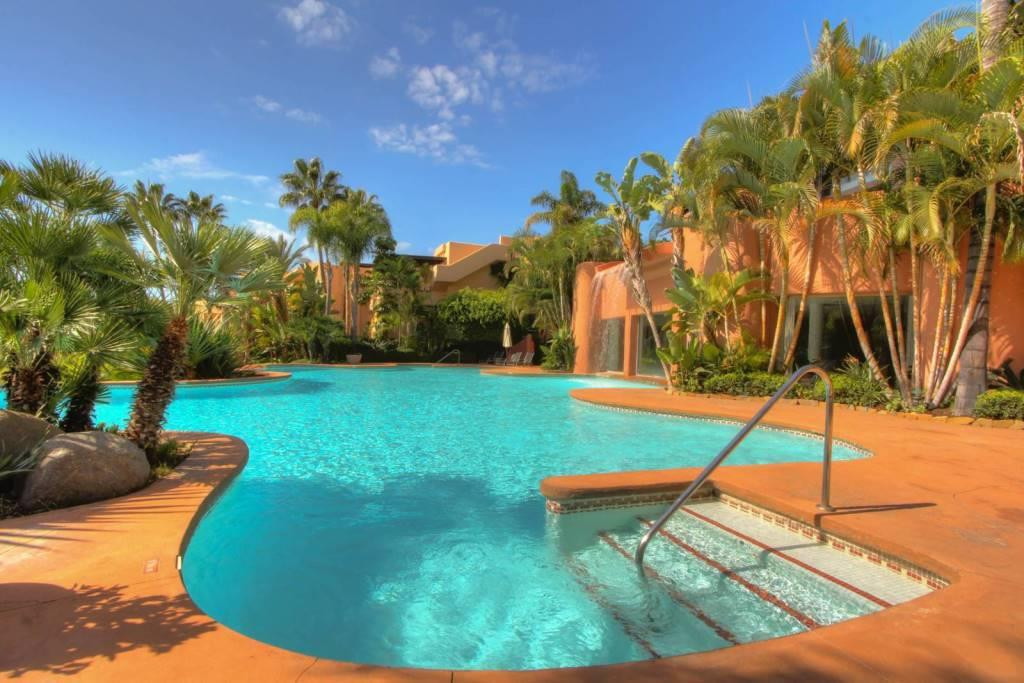 Magnificent ground floor apartment with 3 bedrooms and 2 bathrooms in luxury urbanization Mansion Cl,Spain