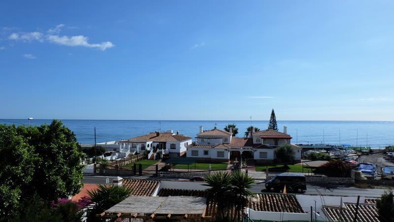 With uninterrupted views of the sea, this  2 bed 2 bath apartment would be perfect as a holiday or a, Spain