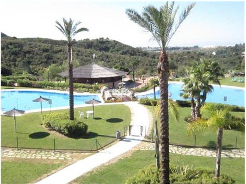 Beautiful detached villa situated in the luxurious resort of Parque Botanico, located in the hills a,Spain