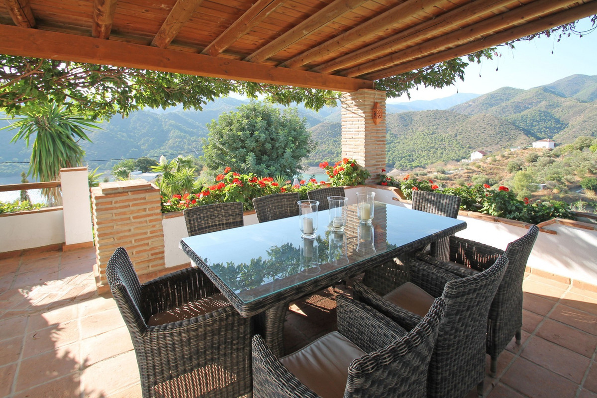 Charming four bedroom country villa with panoramic views over Istan's lake towards the mountains,Spain