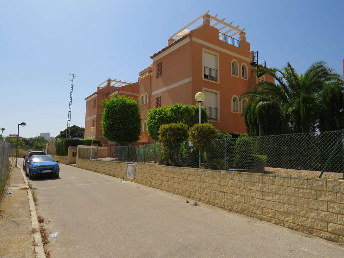 2 Bedroom Apartment in a Great Location within walking distance to the Beach. Private South Facing G, Spain