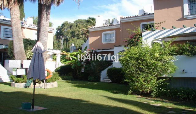 Townhouse with 4 bedrooms and 2 bathrooms, total 210 m², ideal for families, surrounded by schools (,Spain